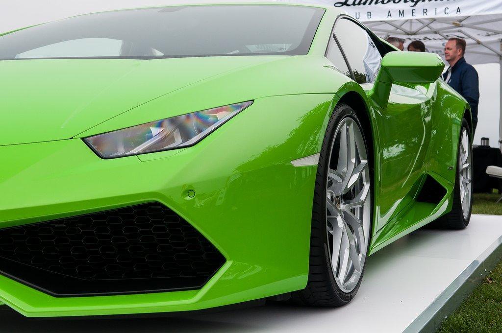 Green Lamborghini Hurucan